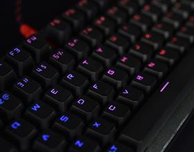 特立独行!双飞燕左数光轴电竞键盘试玩