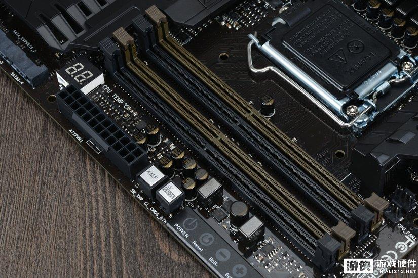 映泰GAMING Z170X主板内存插槽