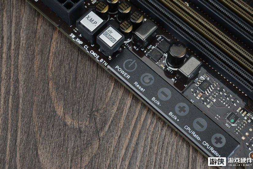 超频触控面板与清BIOS、XMP设定按钮