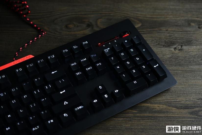 换轴又可以贴膜 EG战魔者机械键盘图赏