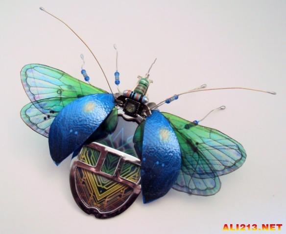 国外艺术家用废弃电路板制作的昆虫】
