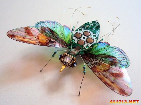 用废弃电路板制作的昆虫