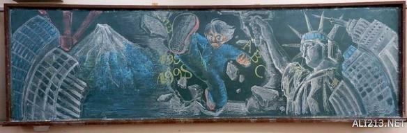 在霓虹国不能轻易看教室后面的黑板报