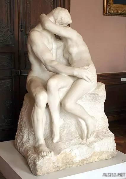 正文    大理石雕塑作品《吻》由法国雕塑家奥古斯特·罗丹创作