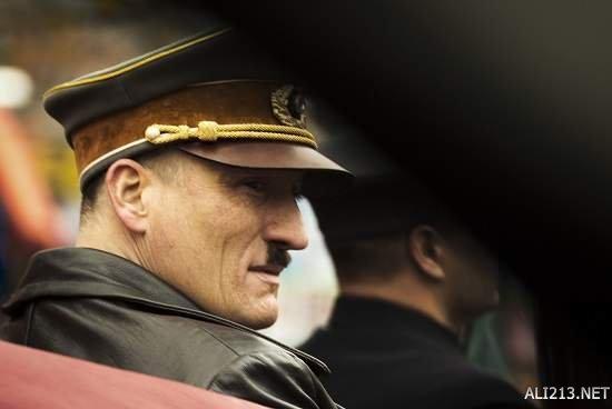 德国电影《吸特乐回来了!》描绘希特勒穿越到现代后被
