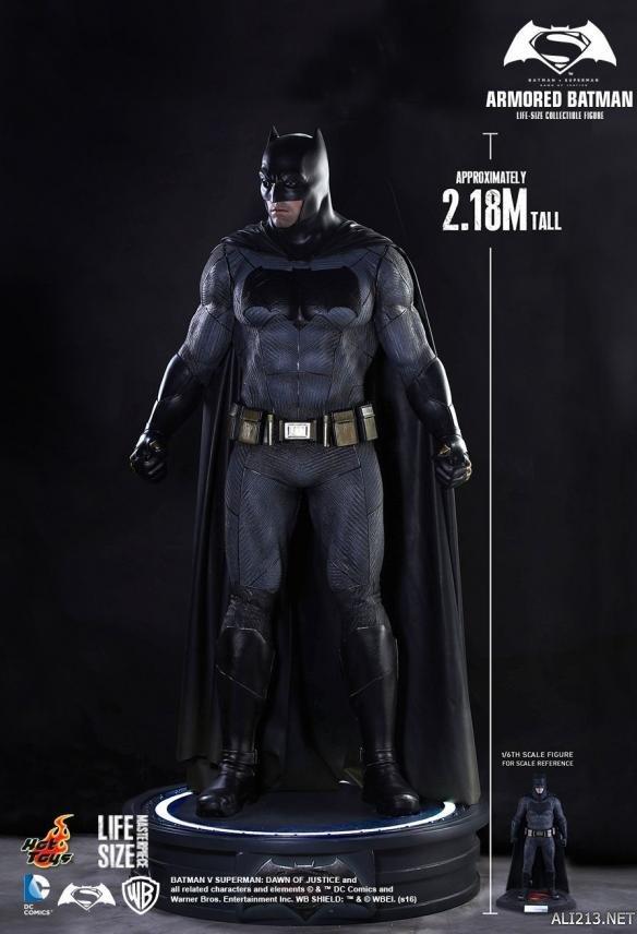 蝙蝠侠大战超人》推出1:1等身 ...