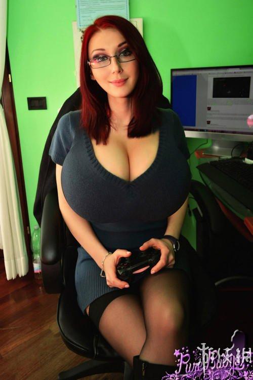 最胸残游戏女主播PureRuby87 她很努力地做游戏直播 观众却只想看胸(3)_游侠网 Ali213.net