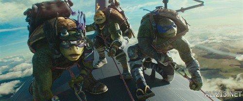 爆米花电影《忍者神龟2》 票房跳水 剧情不够特效凑