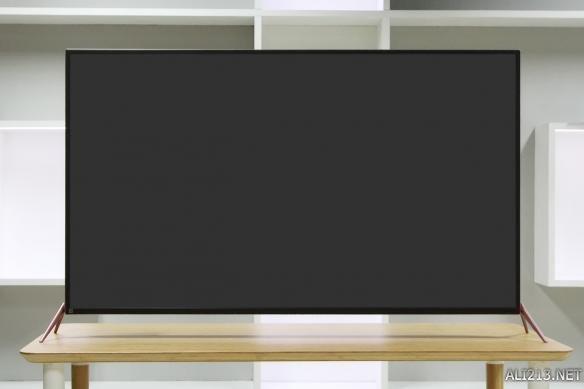 从正面看,暴风超体电视2 55x采用玫瑰金的边框及飞翼底座.