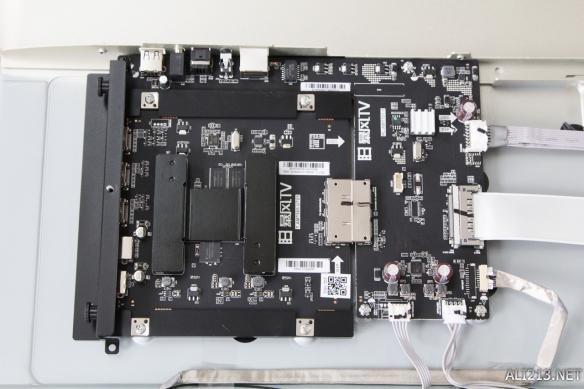 该电路板主要为电视外部接口所设,同时也是分体式电视升级的主机.