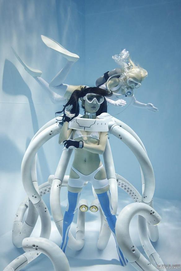 水下泳装+触手play!《水中绝对领域》