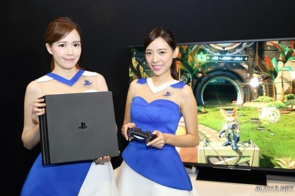 PS4 Pro亚版开箱介绍解说 PS4系列主机变化直观比较