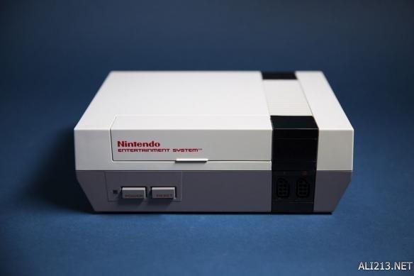 任天堂迷你NES拆解图赏 内置30多个经典游戏情怀满满