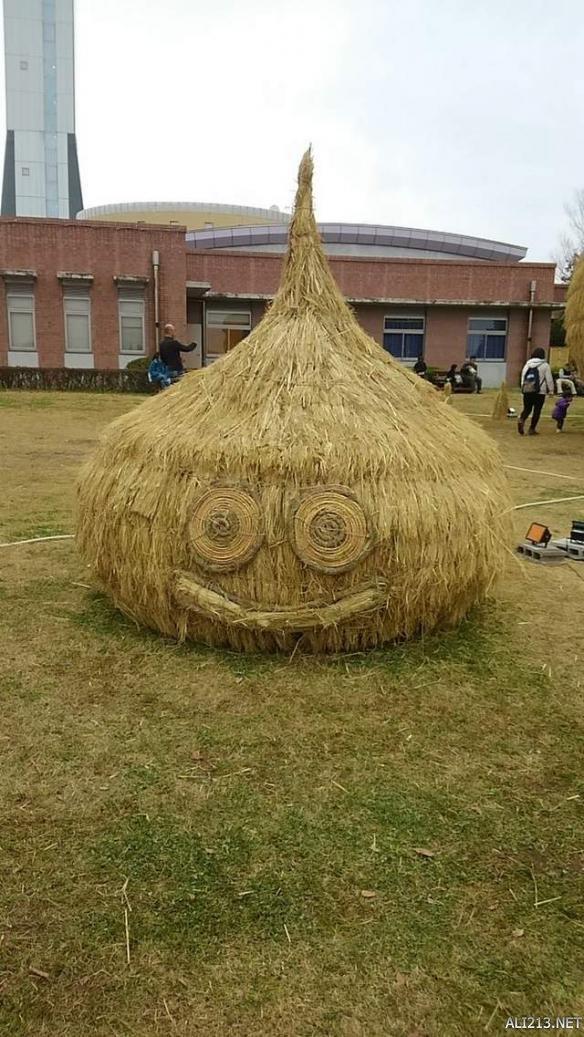 日本稻草艺术展惊现《勇者斗恶龙》超巨大史莱姆!