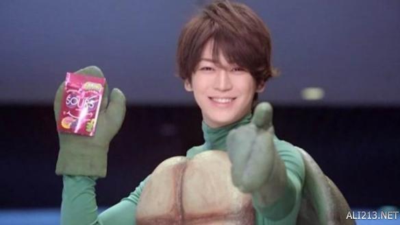 男人够硬才有型超辣眼睛的日本明星广告 一脸