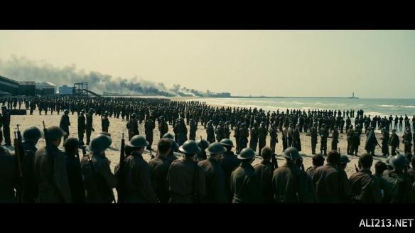 二战题材《敦刻尔克》中文预告 水陆空三线并进叙事
