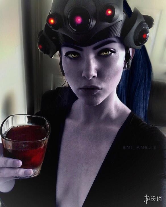 外国总监COS《守望先锋》性感白美女变身黑阎王影视剧姐姐图片