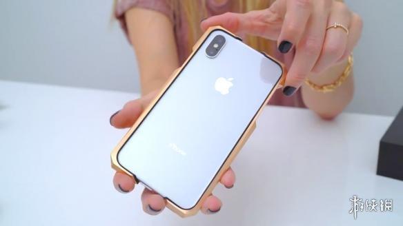 油管网红晒iPhone X天价手机壳 贵的离谱能买个新手机
