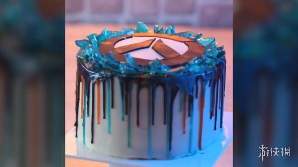 猎空制作《守望先锋》周年庆生日蛋糕 蓝光一闪而过