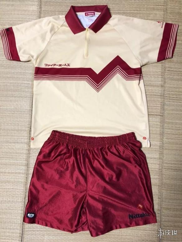 任天堂前员工晒内部专用运动服 采用红白机经典配色