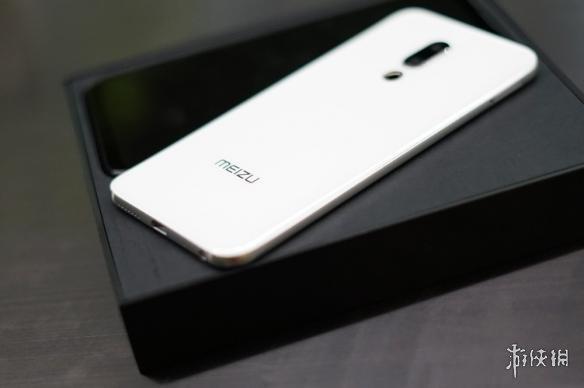 魅族16白色版真机图曝光:极窄屏幕边框 颜值爆表!