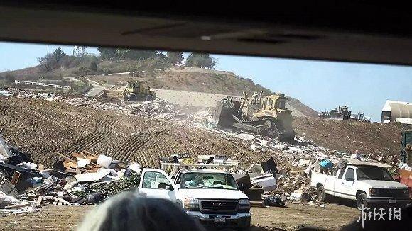 """捡垃圾收入_垃圾分类回收小哥:靠""""捡垃圾""""月入过万"""