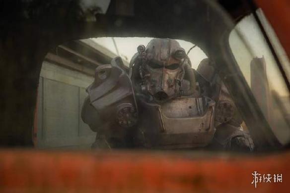 国外小哥cos《辐射4》T-60动力机甲 画面堪比CG截图