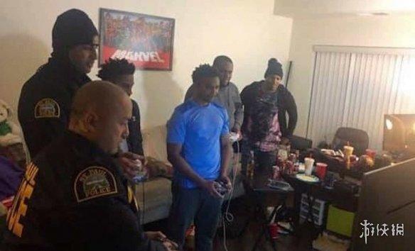 哭笑不得!警察在执法过程中 加入《任天堂明星大乱斗:特别版》游戏战局