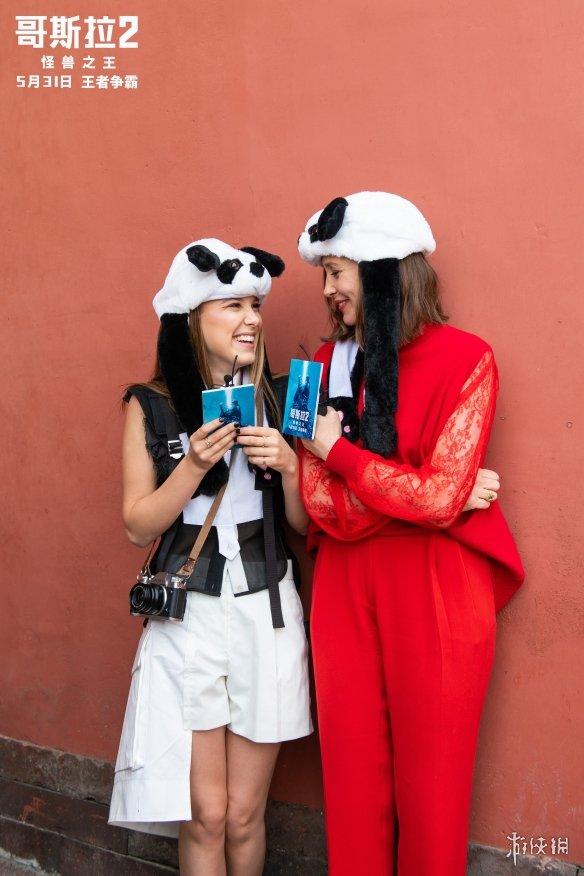 """《哥斯拉2》女主米莉博比布朗与维拉法梅加""""母女齐聚""""故宫同框拍大片!"""