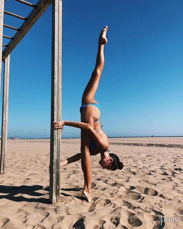 战斗民族健身正妹Anna Kanyuk网上晒美照 两米大长腿你无法驾驭