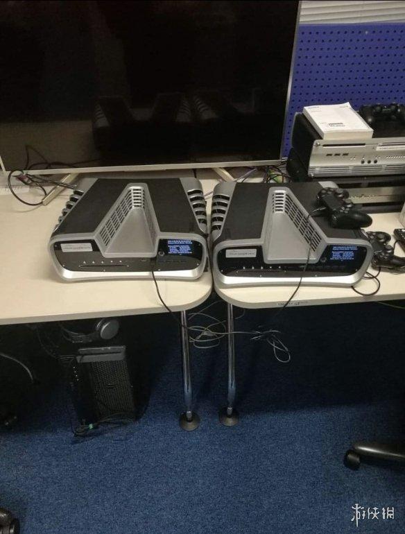 PS5开发机照片再次曝光还有疑似Dualshock5手柄!