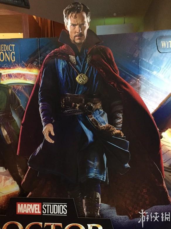 漫威超级英雄电影《奇异博士》新海报 卷福身披战袍