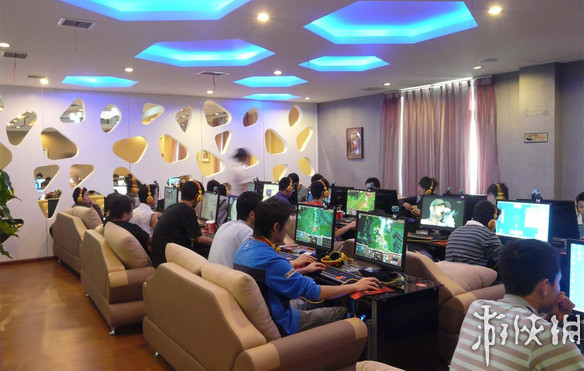 """揭秘游戏""""公会会长"""":每天工作10小时 年薪超10万"""