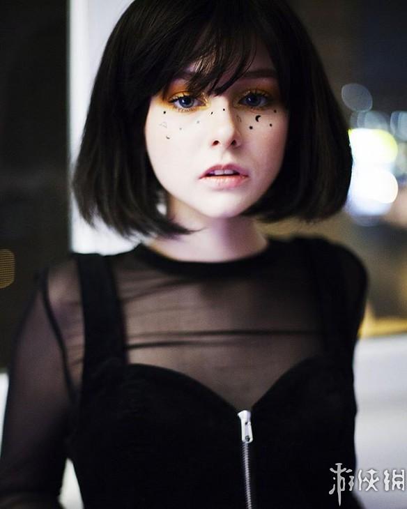 俄罗斯小姐姐长着一副精致娃娃脸 人美声甜完美身材