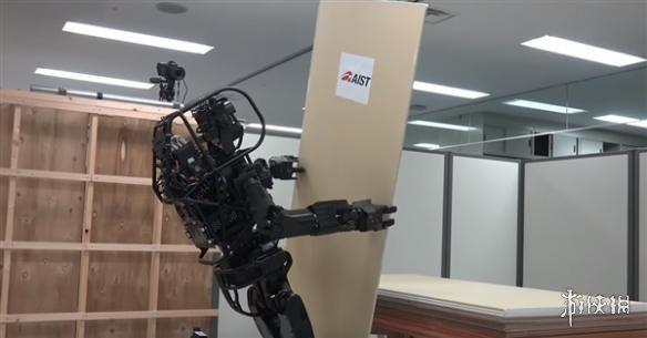 日本HRP-5p建筑机器人诞生 还能组装飞机和船只!