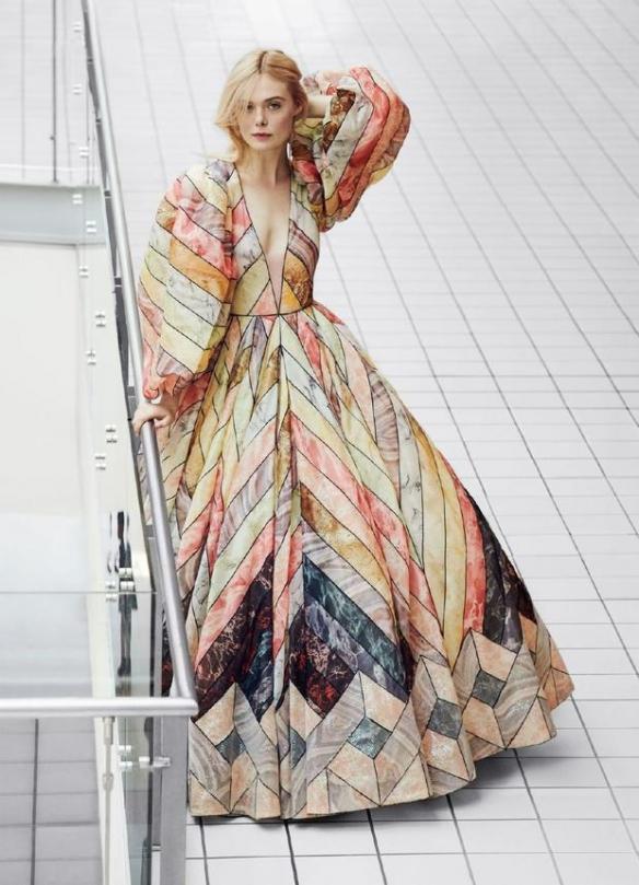 笑靥如花有点甜!好莱坞女星艾丽·范宁写真优雅迷人
