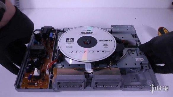 旧物修复大神复原初代PlayStation 翻旧如新完美运行!