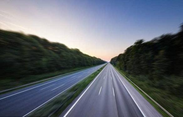 德国考虑取消高速不限速政策:你尽情开超速算我输!