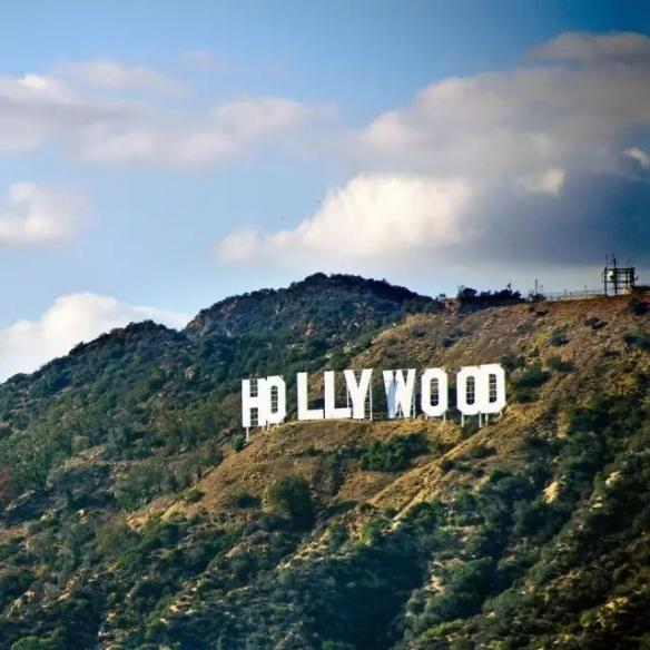 好莱坞发生火灾:面积约有34英亩华纳公司被波及