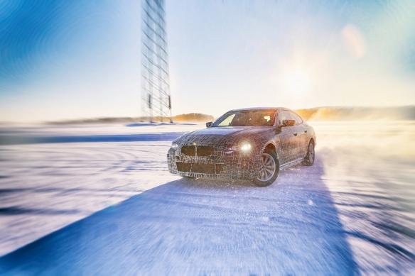 宝马公布纯电动中型轿车i4规格:功率530马力续航600公里!
