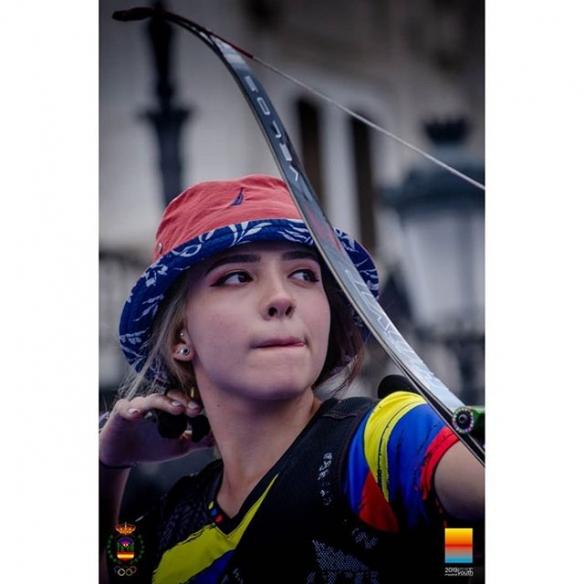 美女一发入魂!超正青年锦标射箭冠军的一只穿心箭!