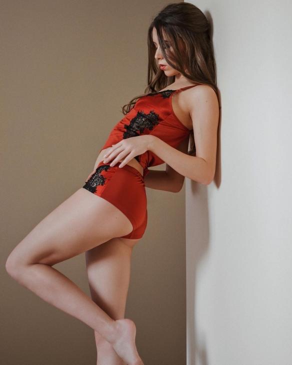 美腿大欧派凹凸火辣身材!俄罗斯性感模特私房美图赏