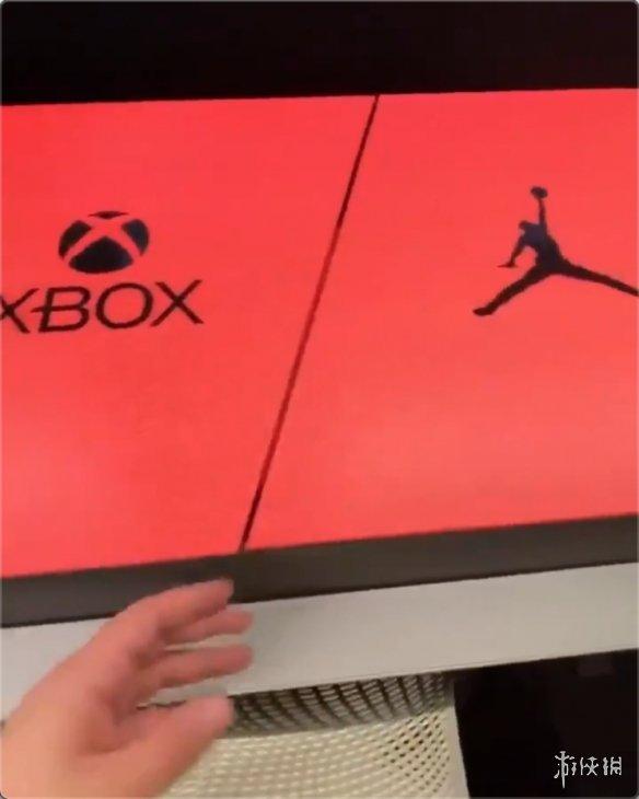 """Xbox&AJ联名套装曝光黑红设计打造""""男孩快乐盒"""""""