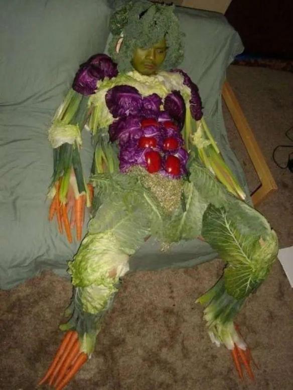 软糖蛇/蔬菜人/蜥蜴手套!网友所做的惊悚吓人之