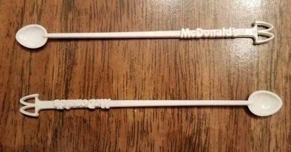国外网友整理麦当劳老照片:怀旧玩具的奇葩设计!