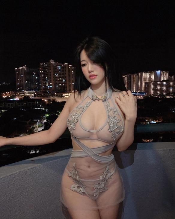 欧派才是正义!马来西亚女神Siew Pui Yi车灯有点亮