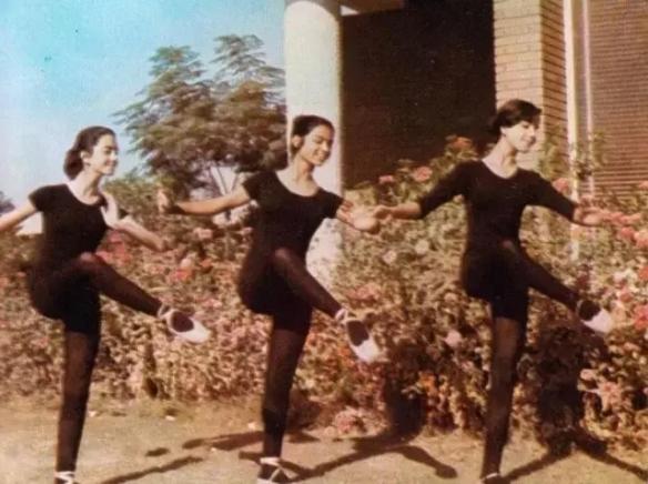 1963年新加坡夜总会少女们尽情狂欢!罕见的历史照片
