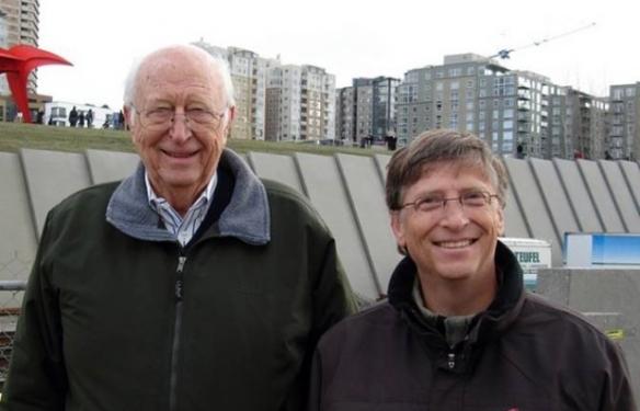比尔盖茨父亲去世享年94岁 盖茨发长文缅怀父子情深