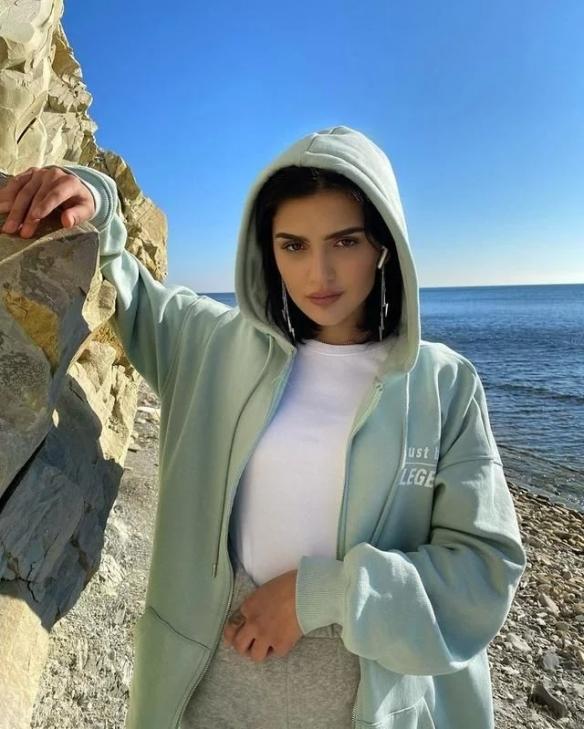 俄罗斯头号网红辣妹Dina Saeva!登上《福布斯》!