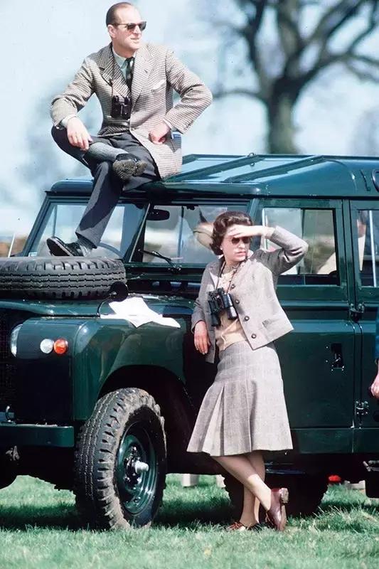 1954年外国小鲜肉一男二女欢乐嬉戏!罕见的历史照片